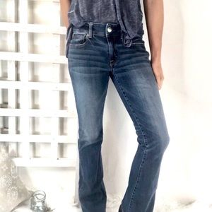 AE kick boot mid rise Sz 6 jeans medium wash